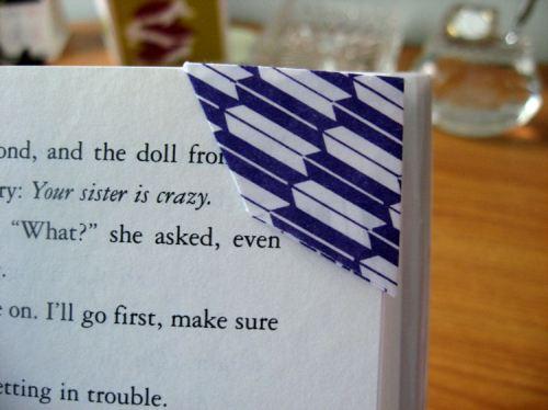 bookmark corner close
